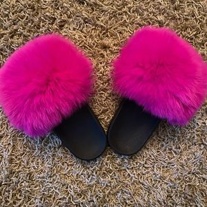 Shoes - COPY - Pink fluffy fur slides